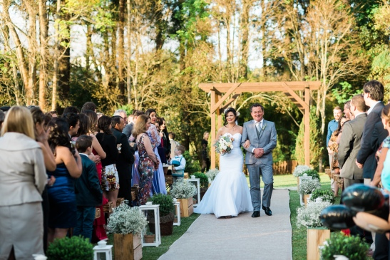 Casamento ao ar livre em Curitiba vestido de noiva clean